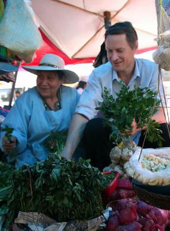Claus Meyer en el Mercado Rodriguez Fuente: CochabambaBanner