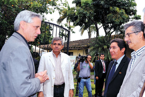 Encuentro-Alvaro-Garcia-Santa-Cruz