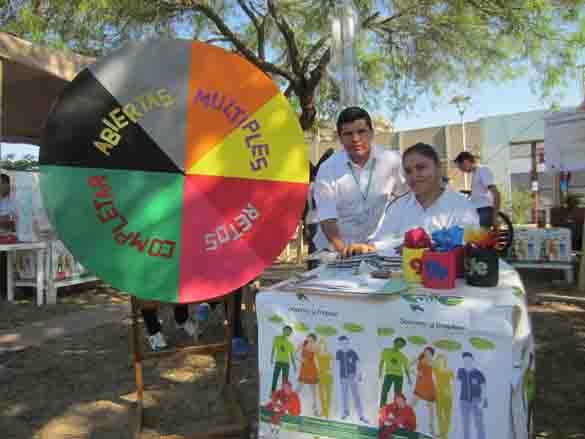 Jóvenes en la Feria para el Éxito Juvenil./ Fuente El Mundo