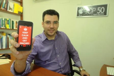 El director de Pinch Multimedia, Branko Zabala, manifestó que Keep Kalm es la primera app del país en lograr un millón de descargas./ Fuente El Día