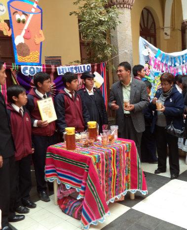 El grupo que hizo el mote con huesillos el año pasado./ El Potosí