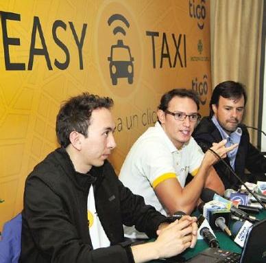 Ejecutivos de Easy Taxi y Tigo en la presentación del servicio./Página Siete