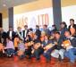 Edgar Patana, alcalde de El Alto, junto a los galardonados en la primera versión del premio 'Walisuma'./Fuente bolivia.com