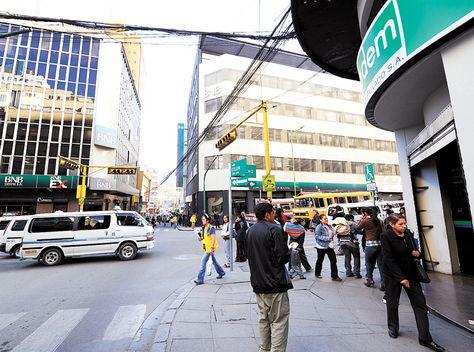 La Paz. En la Av. Camacho, conocida como el Wall Street paceño, se han instalado todos los bancos./La Razón