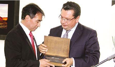 Ejecutivbos de la empresa en Bolivia, durante la gala del miércoles./ Fuente Página Siete