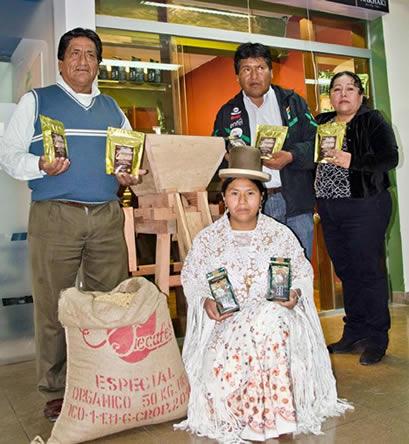 Directivos de FECAFEB junto al Viceministro Vásquez. Fuente: El Diario