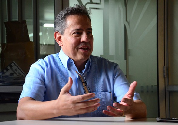 especialista Carlos Lopez