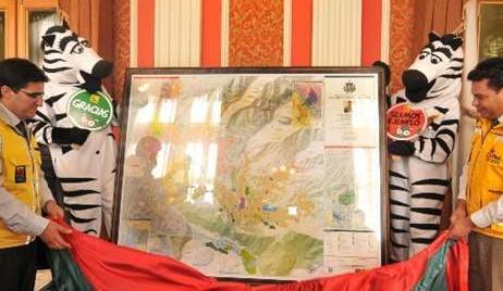 Autoridades presentan el nuevo mapa del municipio de La Paz, en el Palacio Consistorial.Fuente: Página Siete