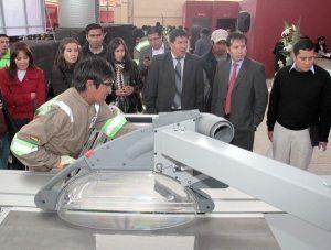 Los beneficiarios realizaron demostraciones con la moderna maquinaria a la vista de los invitados a la inauguración de este centro.