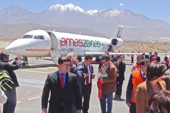 El avión de Amaszonas en el aeropuerto internacional Alfredo Rodríguez Belló, en Arequipa.
