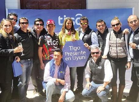 El equipo de Tigo en Uyuni./ Fuente Página Siete.