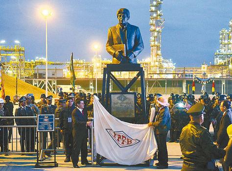 Estatua-Morales-Horacio-Carlos-Villegasypfb