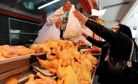 Vendedores-carne-mercado-pollo