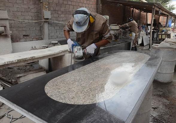 Gramatec mesones con bat n y fuentes de granito noticias for Utilidad del marmol