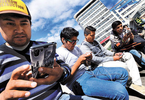 jovenes-celular